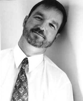 Publ. photo 2_1 headshot Henry Valencia